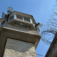 פגיעה בסוהרים ושוטרים בזמן שירות בבתי הסוהר
